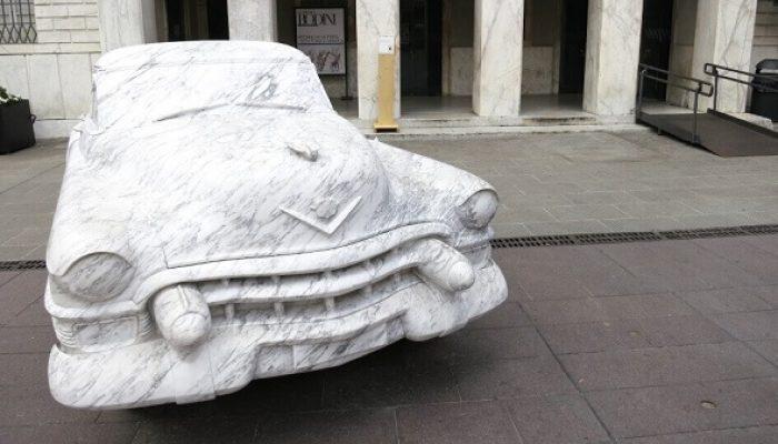автомобиль из мрамора