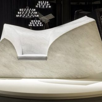 скульптура из белого мрамора