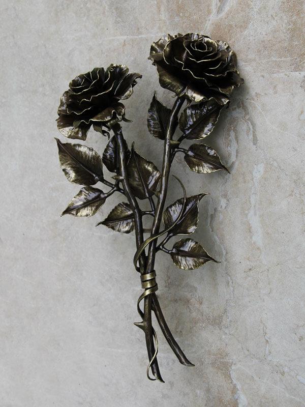 Чёрно-золотые розы из меди
