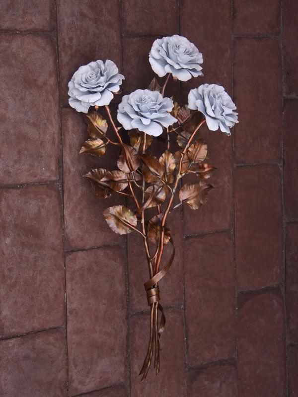 Белые ритуальные розы из меди